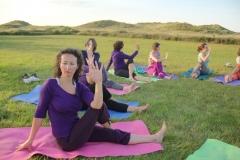Het yoga weekend om te genieten van yoga en het prachtige eiland Terschelling. Met verblijf in de sfeervolle Volkshogeschool te Terschelling voorzien van mooie ruime tweepersoonskamers. Met diverse vormen van yoga en meditatie op prachtige buitenlocaties. Puur genieten van yoga, het eiland, het strand, de zee en de zomer.
