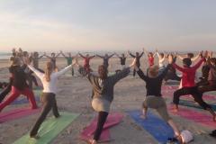 De yoga vakantie met inspirerende workshops voor bewust bewegen, persoonlijke groei, gezond én avontuurlijk leven. Het voorprogramma van dit veelzijdige yoga weekend aan zee begint op donderdag 28 juni 2018.Verwonder je op Yoga Festival Terschelling 2018. De inspirerende yogavakantie met vele vormen van yoga, meditatie, yoga & tantra filosofie, mindfulness, mantra, dans, geweldige live muziek en heerlijk vegetarisch eten.De yoga retreat voor balans, vitaliteit en om intens te genieten temidden van de schitterende natuur van 't waddeneiland Terschelling.Beleef de kracht van yoga aan zee en op het strand van Terschelling. Geniet van de warme sfeer en het veelzijdige programma van dit intieme Yoga Festival aan zee!