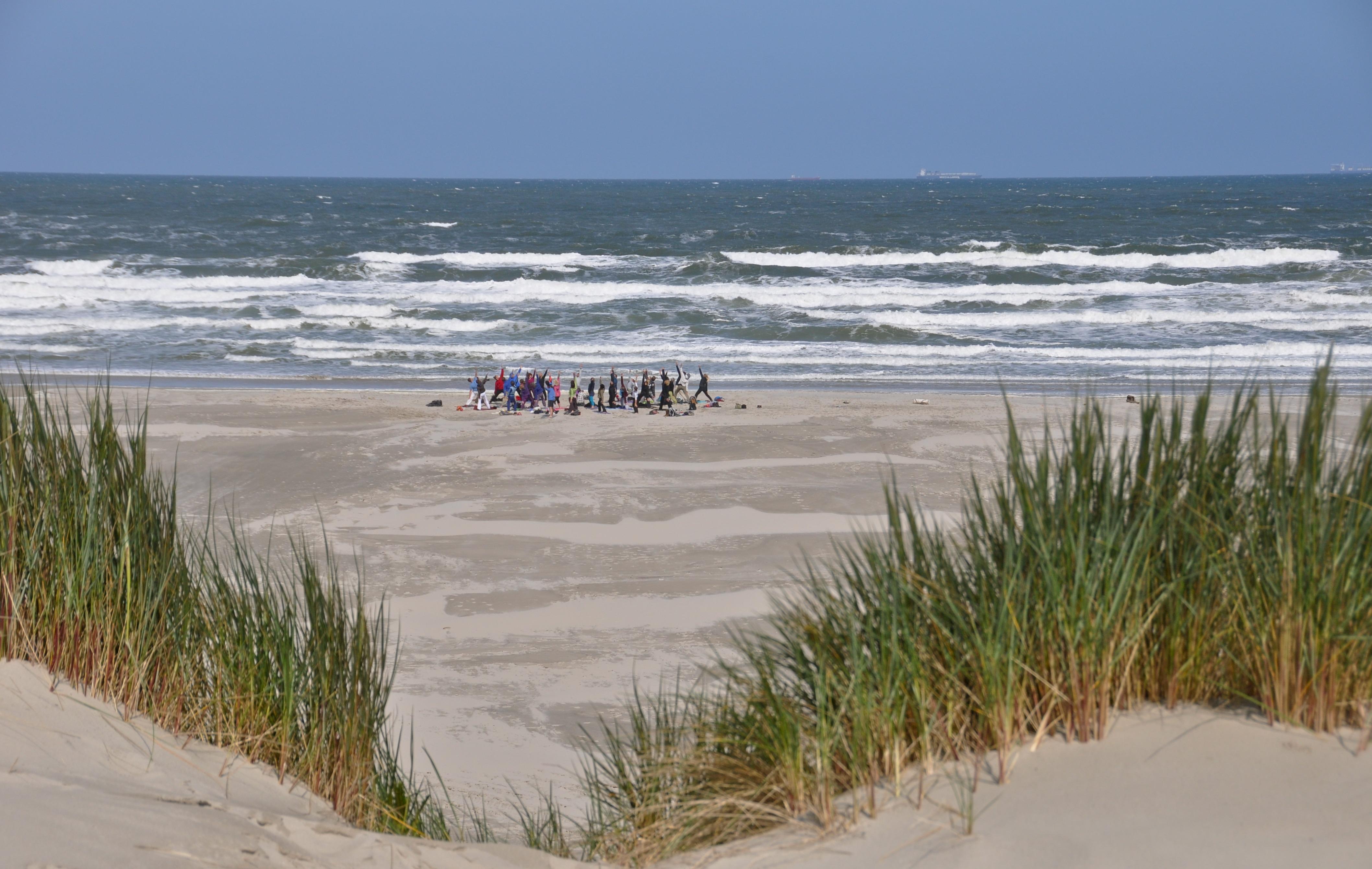 Een yogavakantie op Terschelling is genieten van zon, zee, strand en yoga