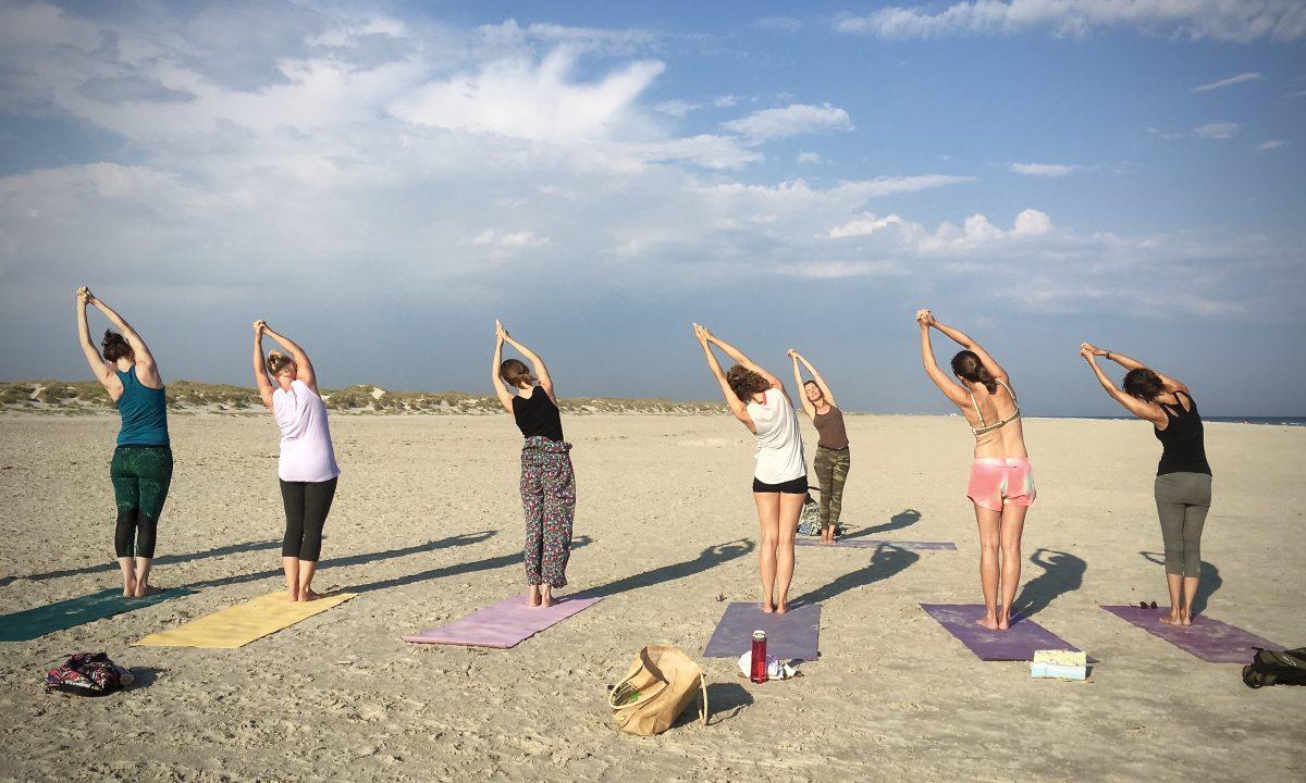 yogavakantie op het strand aan zee (12)