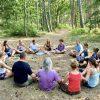 yogavakantie terschelling met muziek tijdens wandeling